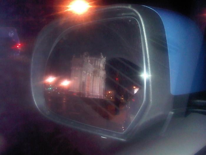 Retrovisor Nissan Leaf. Puerta de Alcala