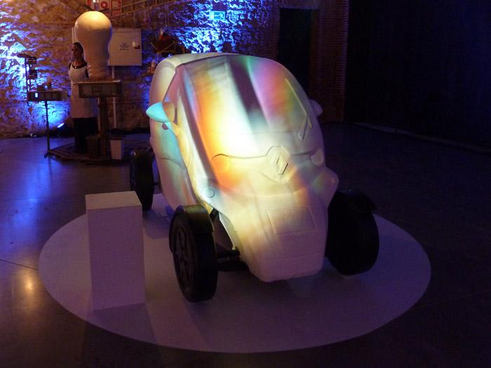 Renault Twizy. Exposición. Matadero de Madrid. Darío Peña. Cristalización