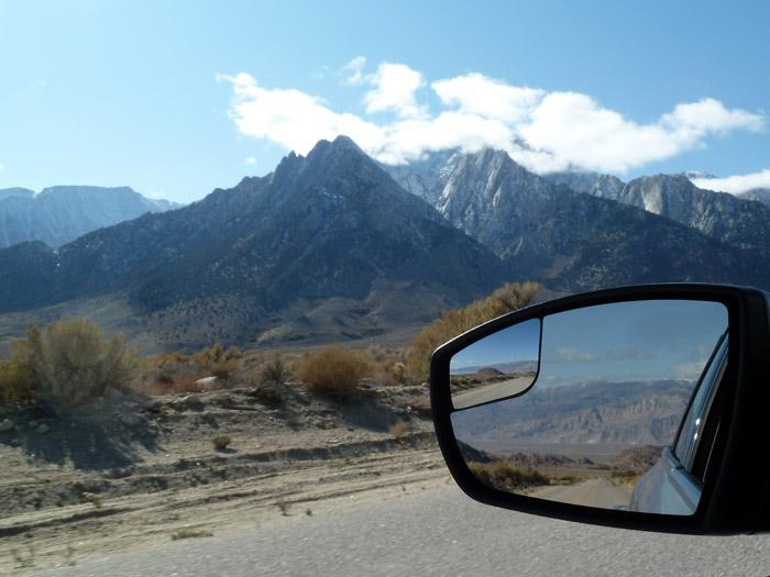 Lone Pine. California. Paisaje y retrovisor