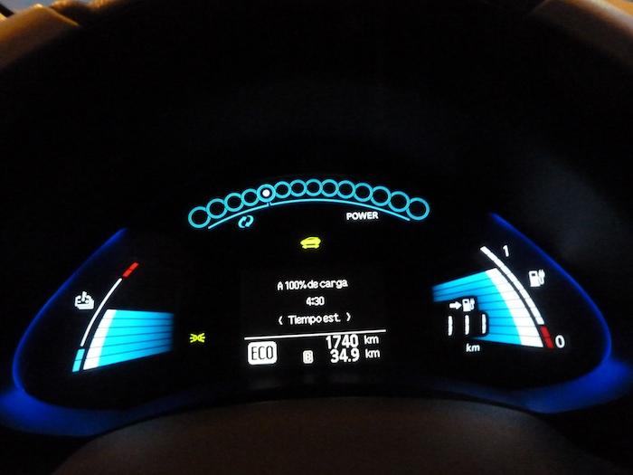Nissan Leaf. En modo ECO. Recorrido 35 km. De 4 a 5 horas