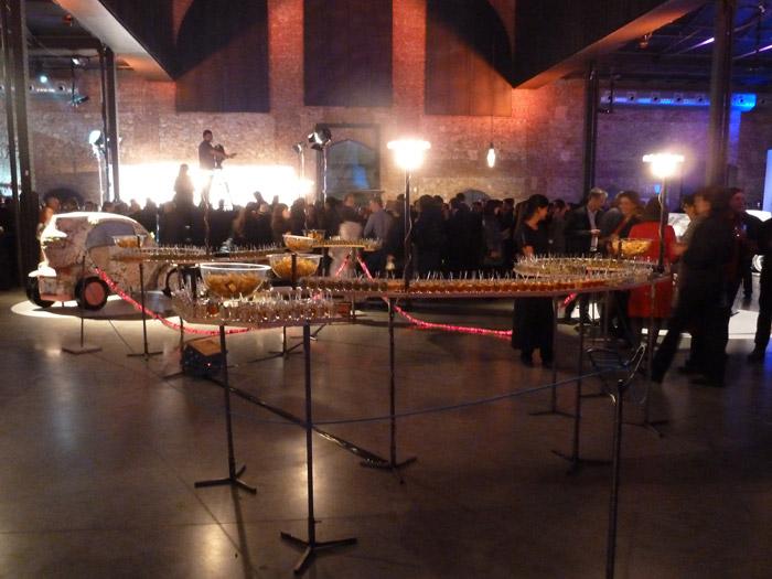 Renault Twizy. Exposición de arte. Stand de comida. Madrid