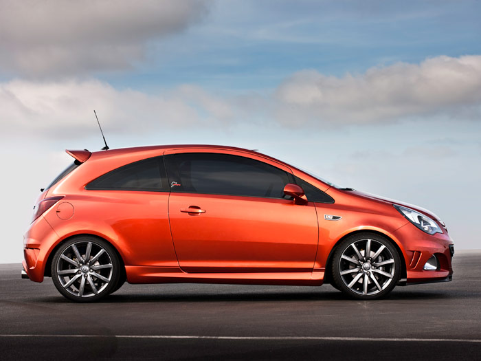 "Opel Corsa OPC ""Nürburgring Edition"". Lateral"