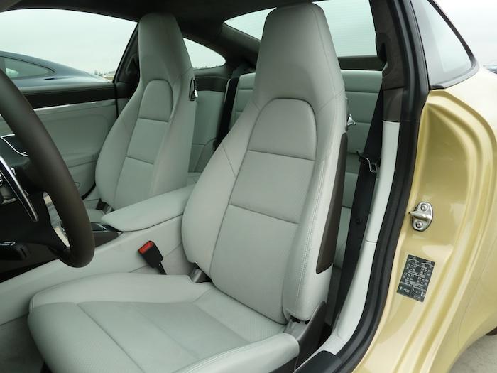 Porsche 911 Carrera. Oro Lima Metalizado. Cuero Crema.