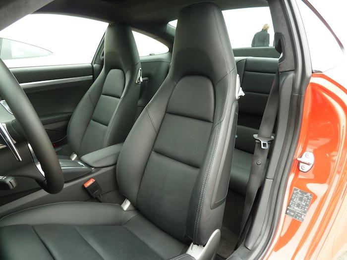 Porsche 911 Carrera. Rojo Guardia. Cuero Negro