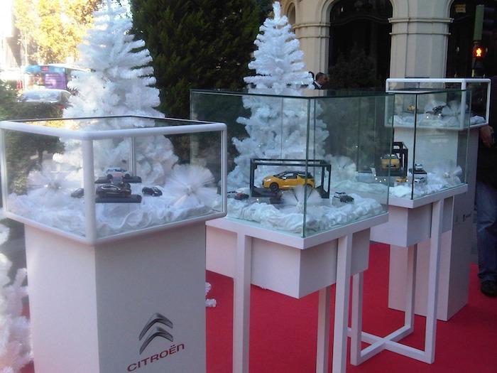 Puesto navideño de Citroën en la puerta del Hotel Wellington