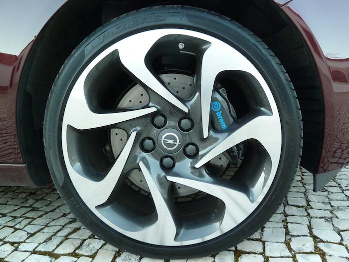 Opel Insignia Biturbo CDTI. Suspensión Supersport. 4x4. Llanta de 20 pulgadas