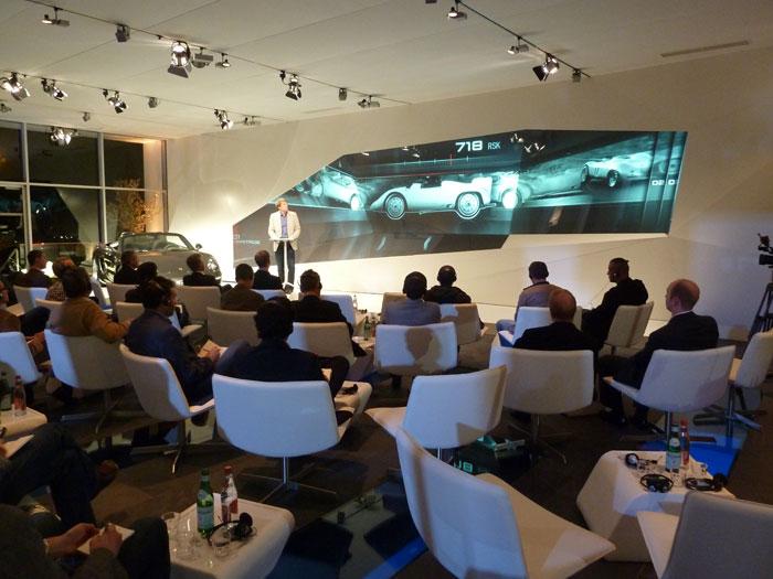 Periodistas en la rueda de prensa del Porsche Boxster