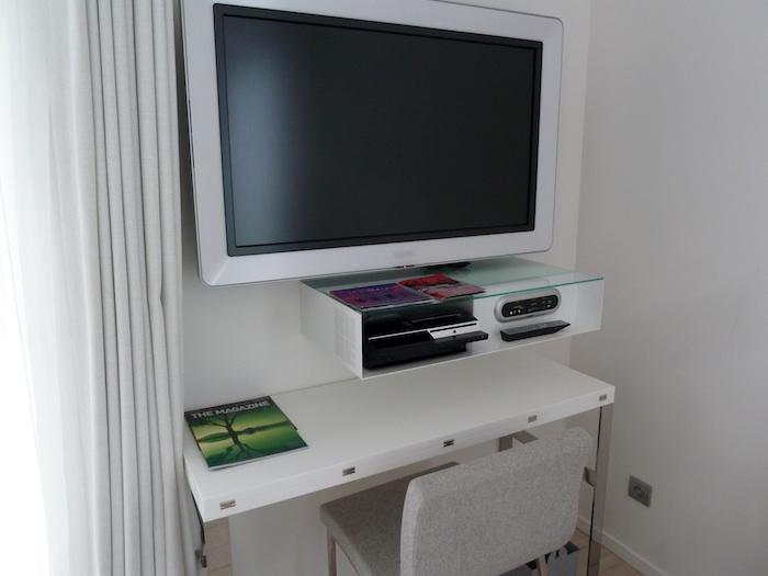 Hotel Kube. Saint Tropez. Televisor y Play Station