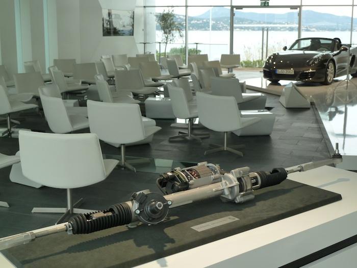 Porsche Boxster. Presentación. Dirección electromecánica.