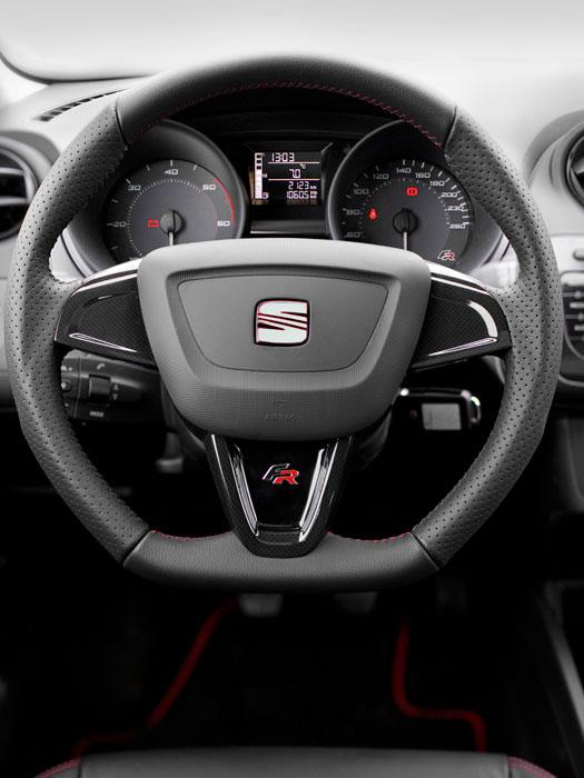 Seat Ibiza FR SC 1.4-TSI DSG. Habitáculo. Volante
