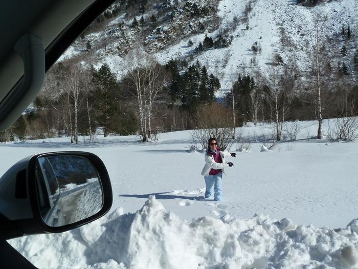 Las furgonetas son para el esquí. Jugando en la nieve