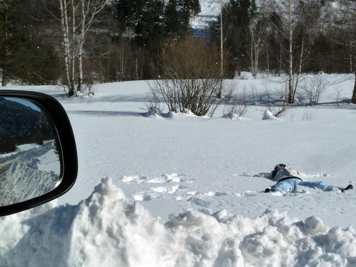 Las furgonetas son para el esquí. Jugando con la nieve