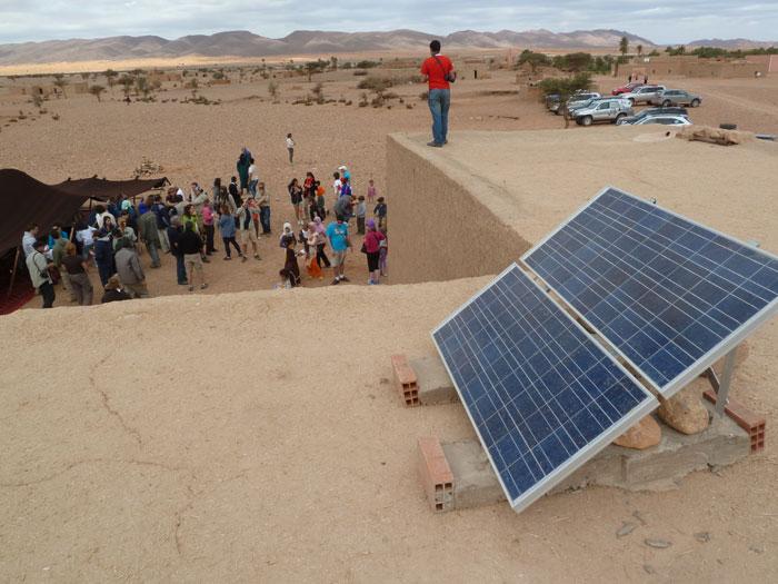 Placas solares que se han instalado en la población de Ouzina