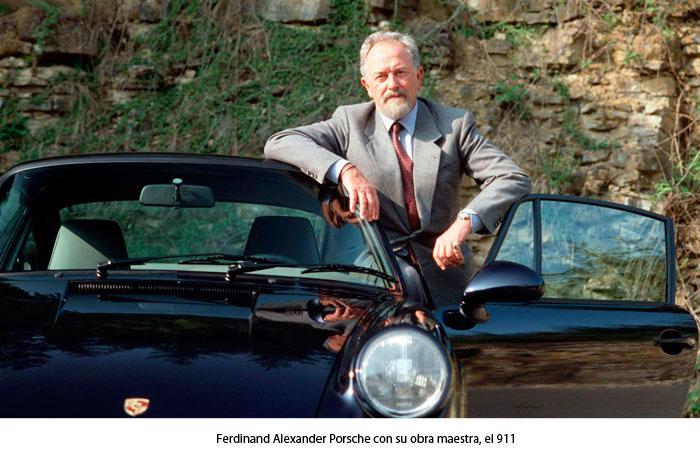 Ferdinand junto al Porsche