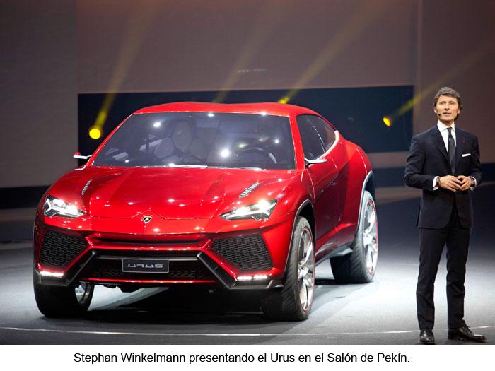 Stephan Winkelmann presentando el Urus en el Salón de Pekín.