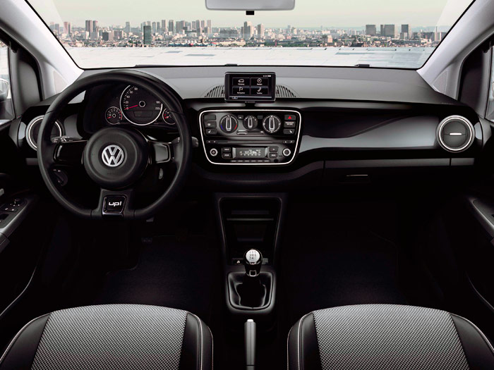 Volkswagen up! 1.0 60 CV. Interior, volante, asientos.