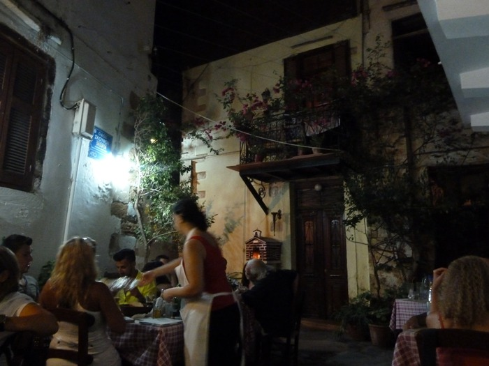 Taberna en la zona trasera del puerto, en la calle Skufon