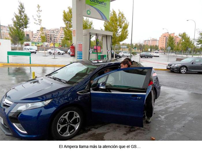 Opel Ampera. Repostaje en la gasolina de BP