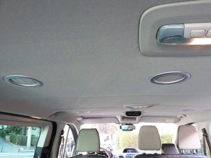 Ford Tourneo Custom. Salidas de aire colocadas en el techo para los asientos traseros