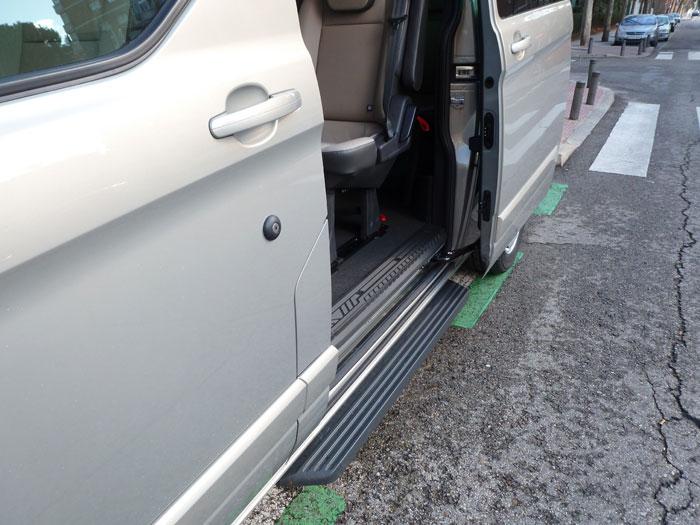 Ford Tourneo Custom. Apertura de la puerta lateral