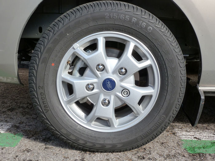 Ford Tourneo Custom. Llanta Continental Vanco 2 16 pulgadas