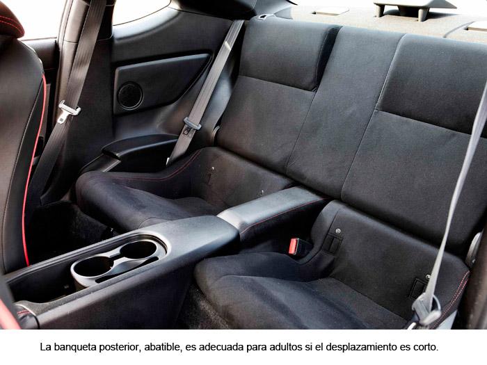 Toyota GT. Banqueta posterior
