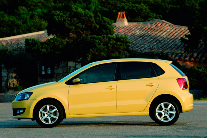 Volkswagen Polo. Lateral. Amarillo
