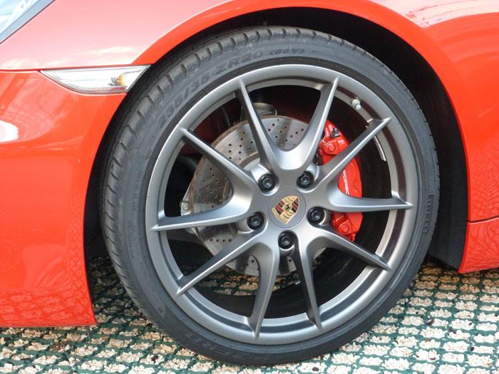 Porsche Cayman. Llanta Carrera S de 20 pulgadas