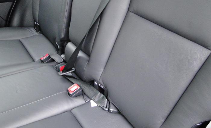 Toyota RAV4. Asientos posteriores. Detalle