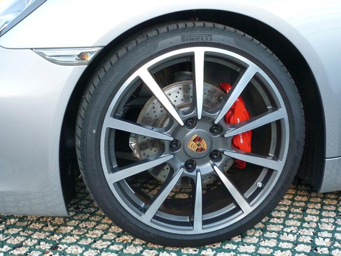 Porsche Cayman. Llanta Carrera Classic de 20 pulgadas. Plata GT