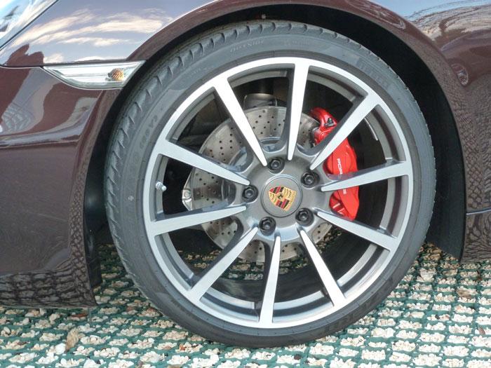 Porsche Cayman. Llanta Carrera Classic de 20 pulgadas. Caoba Metalizado