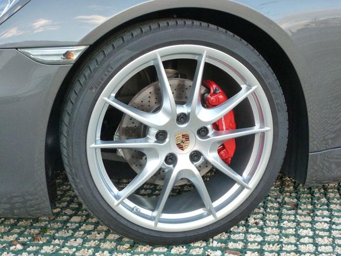 Porsche Cayman. Llanta Carrera S de 20 pulgadas. Gris Ágata Metalizado