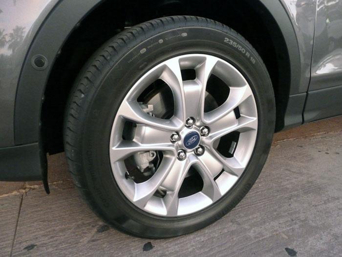 Ford Kuga. Llanta de 18 pulgadas