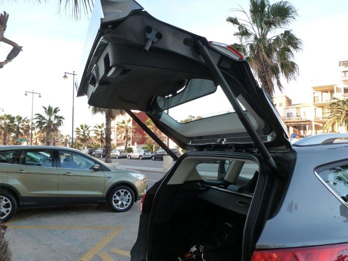 Ford Kuga. Portón del maletero