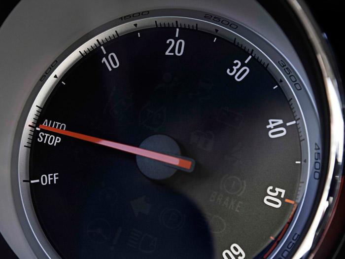 Opel Astra Sedán. Velocímetro
