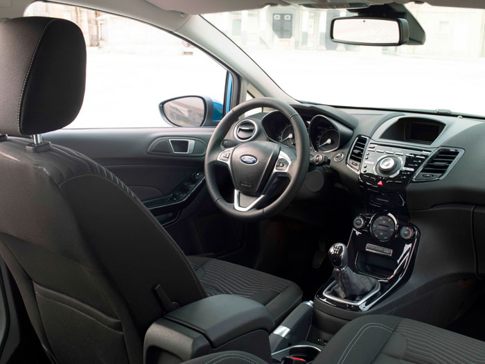 Ford Fiesta. Prueba de consumo. Interior, salpicadero, volante