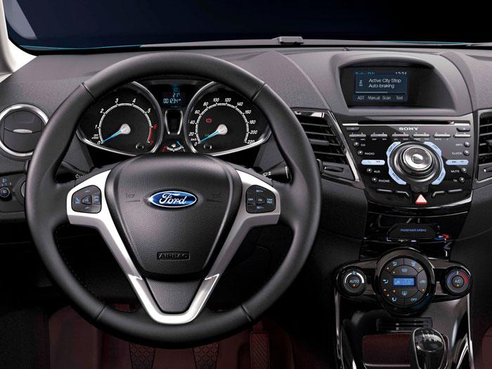 Ford Fiesta. Interior, mandos volante