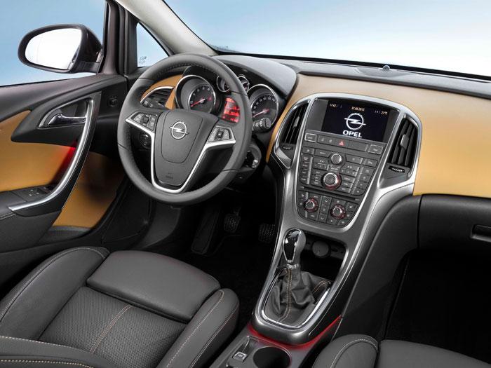 Opel Astra ecoFlex. Prueba de consumo. Interior, mandos volante