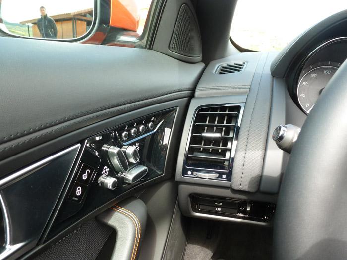 Jaguar F-Type 2013. Salidas de aire y mandos regulación asientos