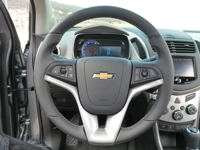 Chevrolet Trax 2013. Interior. Acabado LT. Mandos volante