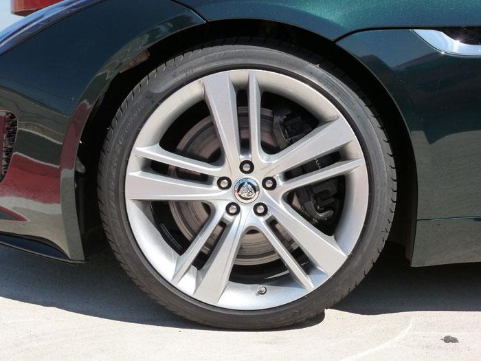 Jaguar F-Type. 2013. Llanta de aleación de 20 pulgadas. Color de carrocería British Racing Green