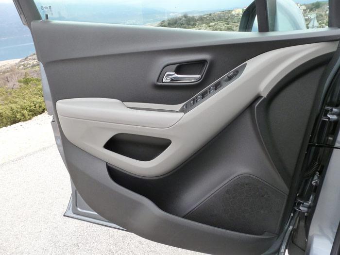 Chevrolet Trax 2013. Puerta, huecos y elevalunas