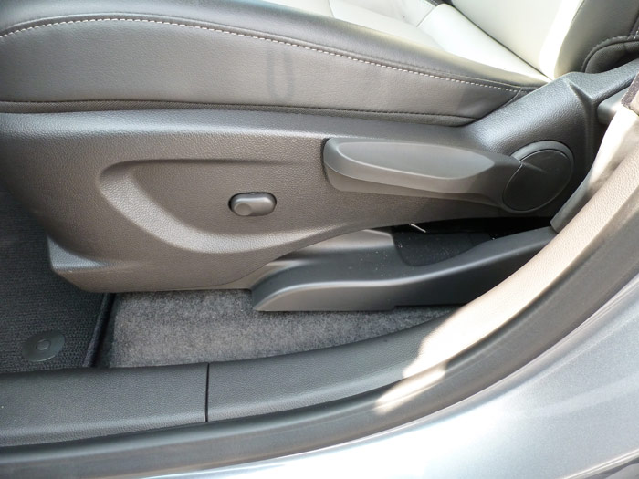 Chevrolet Trax 2013. Mando regulación asientos