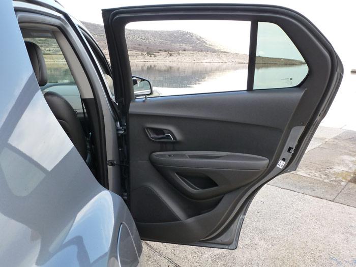 Chevrolet Trax 2013. Puerta trasera. Elevalunas