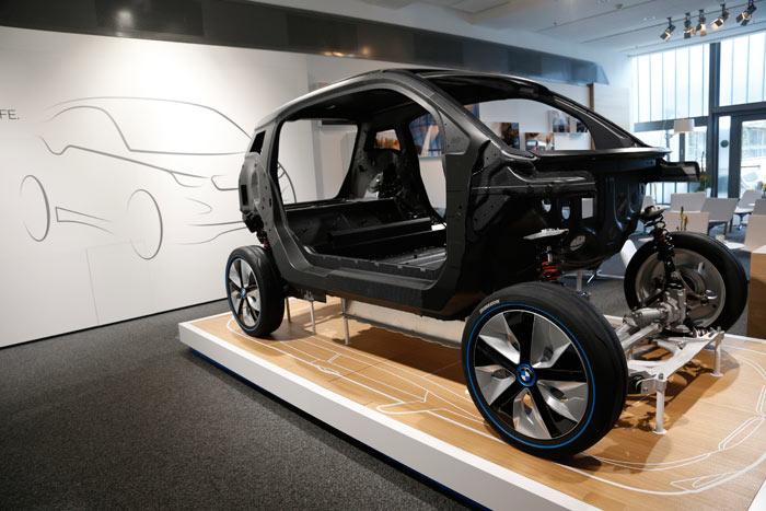BMW i3. Carrocería de fibra de carbono. Eléctrico