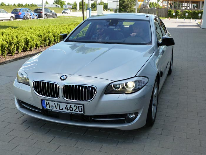 BMW Serie 5. Frontal