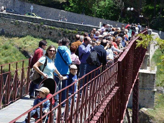 """Eco Desafío 2013. Puente colgante de Cuenca """"San Pablo"""""""
