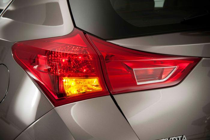Toyota Auris. Piloto izquierdo