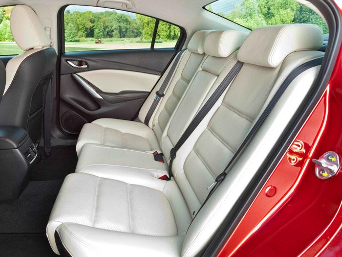 Mazda6. Asientos traseros