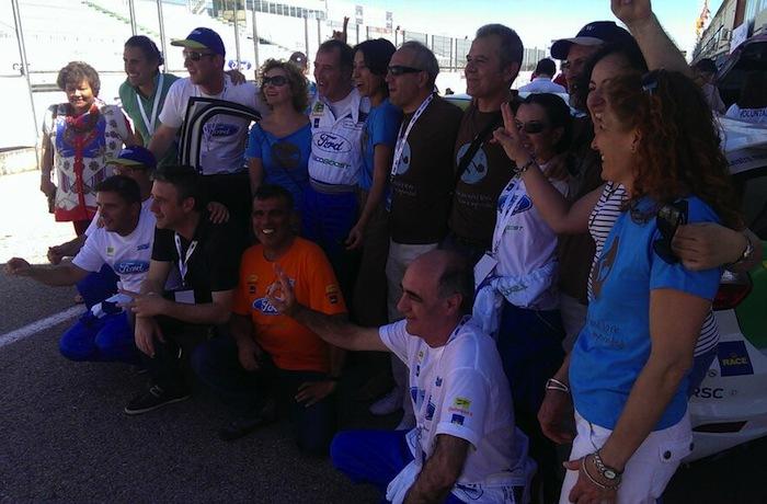 Conductores y miembros de la Fundación al acabar la carrera. Foto hecha por  Miguel Ángel Uriondo (@uriondo), embajador del equipo en redes sociales